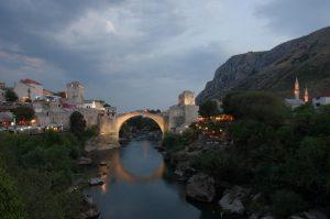 Mostar, rekonstruierte Türkenbrücke über die Neretva